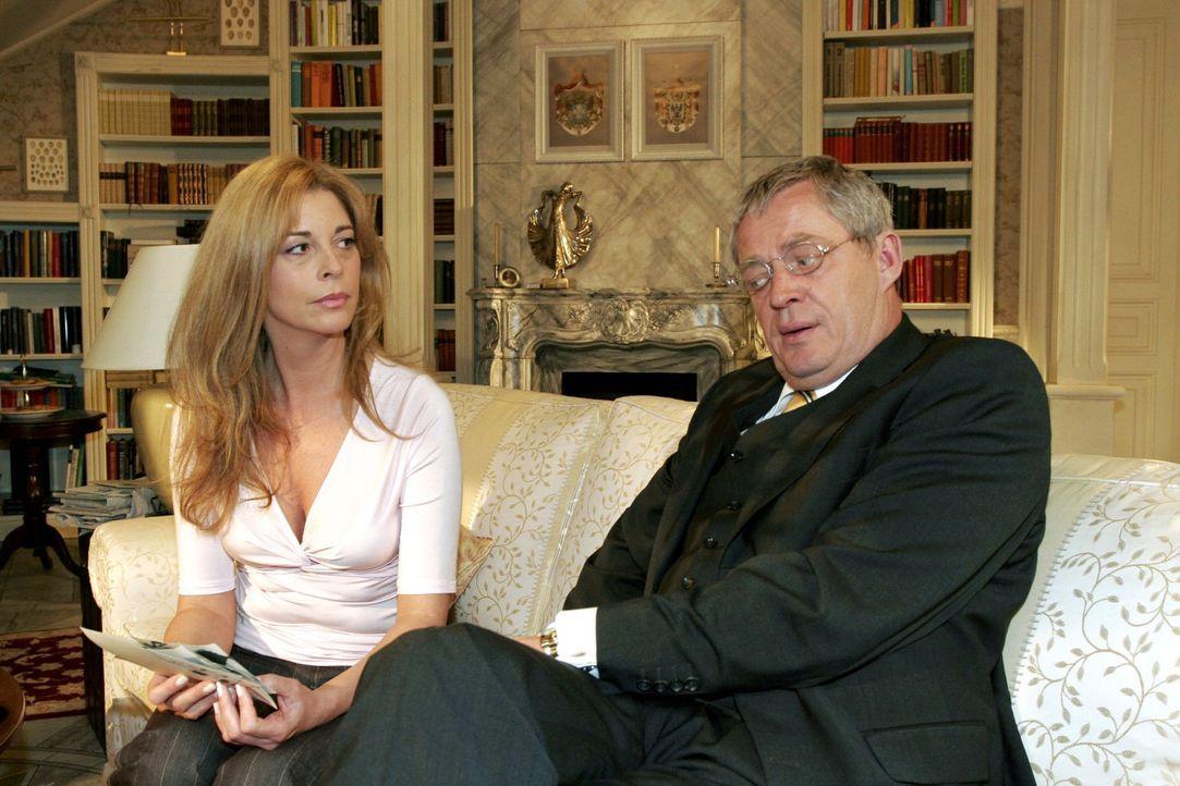 Friedrich (Wilhelm Manske, r.) versucht sich bei Laura (Olivia Pascal, l.) zu entschuldigen, doch statt einer Versöhnung werden die Spannungen zwis... - Bildquelle: Sat.1