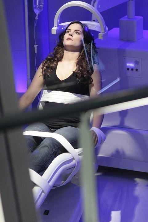 Jessie (Jaimie Alexander) überlebt einen Sturz und dringt ebenfalls bei Madarcorp ein. Allerdings kommt sie mit Kyles Informationen nicht zurecht ... - Bildquelle: TOUCHSTONE TELEVISION