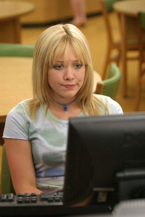 Im High-School-internen Chatroom hat Sam (Hilary Duff) jemanden kennengelernt, der möglicherweise ihre große Liebe sein könnte. Er geht auf die glei... - Bildquelle: Warner Bros.
