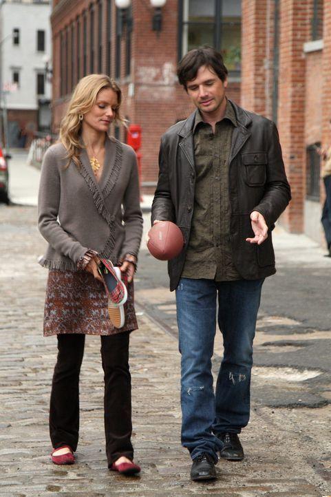 Alison (Susan Misner, l.) stellt Rufus (Matthew Settle, r.) vor die Wahl. Entweder Lily verschwindet aus ihrem Leben, oder es wird nichts ... - Bildquelle: Warner Brothers