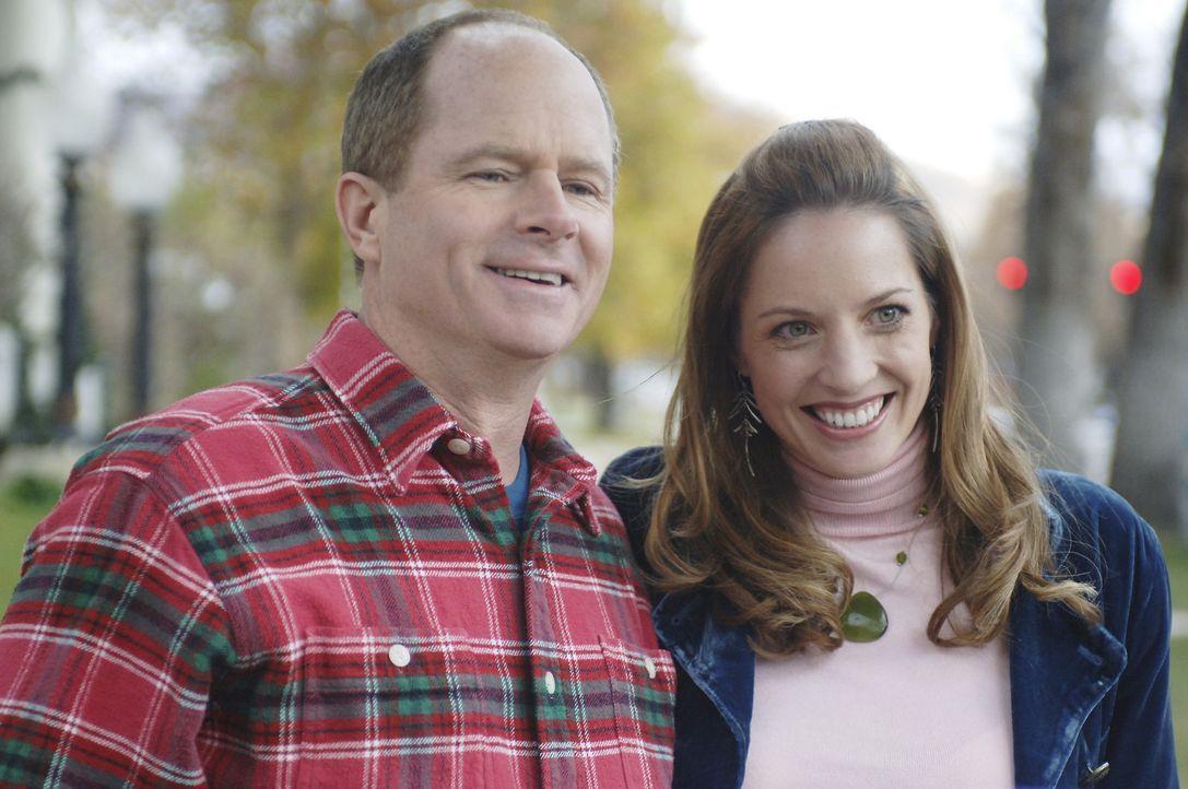 Von heut auf morgen haben Ralph (Tom Virtue, l.) und Peggy Bartlett (Connie Young, r.) ein berühmte Tochter ... - Bildquelle: Buena Vista International Television