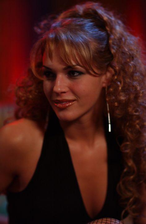 Zum Entsetzten aller, arbeitet Hailey (Amanda Righetti) als Stripperin ... - Bildquelle: Warner Bros. Television