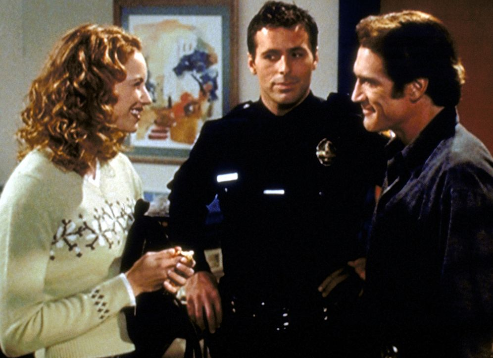 Evette (Laura Cayouette, l.) verbringt viel Zeit am Bett ihres kranken Vaters, was Steve (Barry  Van Dyke, r.) sehr sympathisch findet. Officer Brav... - Bildquelle: Viacom