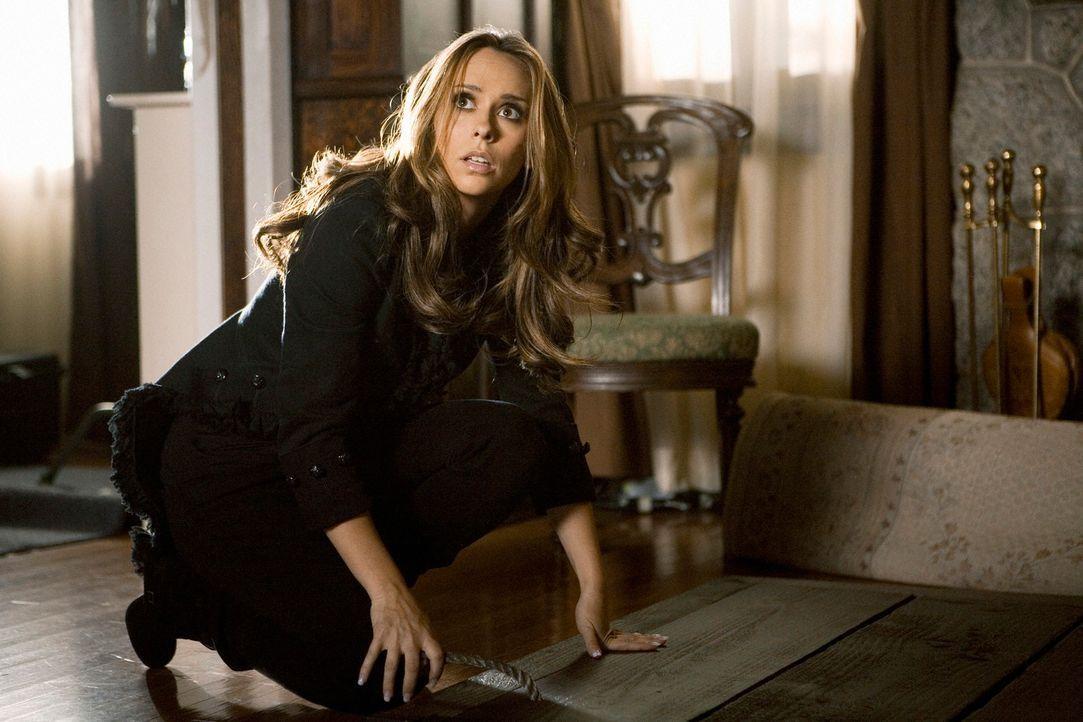 Im Haus von Roger macht Melinda (Jennifer Love Hewitt) eine seltsame Entdeckung, die sie Schreckliches vermuten lässt ... - Bildquelle: ABC Studios