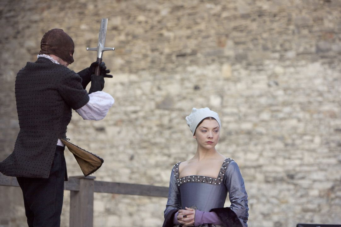 Anne Boleyn (Natalie Dormer, r.) wird wegen angeblichen Ehebruchs und Hochverrats enthauptet ... - Bildquelle: 2008 TM Productions Limited and PA Tudors II Inc. All Rights Reserved.