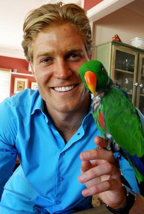 Ein depressiver Papagei braucht die Zuwendung von Tierarzt Dr. Chris Brown ... - Bildquelle: WTFN Entertainment