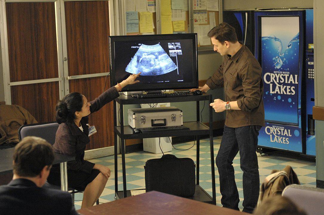 Glücklicherweise bestätigt Dr. Hall (Nicole Shalhoub, l.) Wills (Josh Charles, r.) Anklagepunkte ... - Bildquelle: CBS Studios Inc. All Rights Reserved.