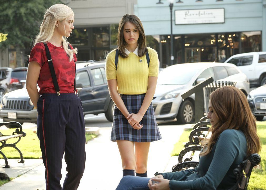 (v.l.n.r.) Lizzie Saltzman (Jenny Boyd); Josie Saltzman (Kaylee Bryant); Hope Mikaelson (Danielle Rose Russell) - Bildquelle: Mark Hill 2020 Warner Bros Entertainment Inc. All rights reserved. / Mark Hill