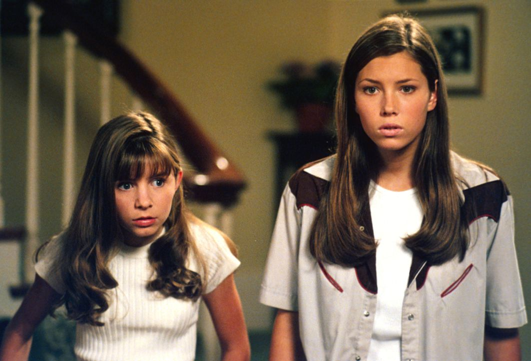 Wenn es darauf ankommt, halten die beiden Geschwister Mary (Jessica Biel, r.) und Lucy (Beverly Mitchell, l.) fest zusammen ... - Bildquelle: The WB Television Network
