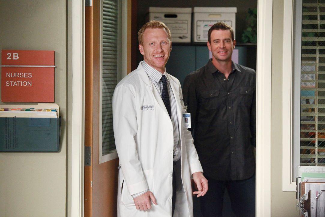 Planen ein Baseball-Match für das Ärzte-Team: Henry (Scott Foley, r.) und Owen (Kevin McKidd, l.) ... - Bildquelle: ABC Studios