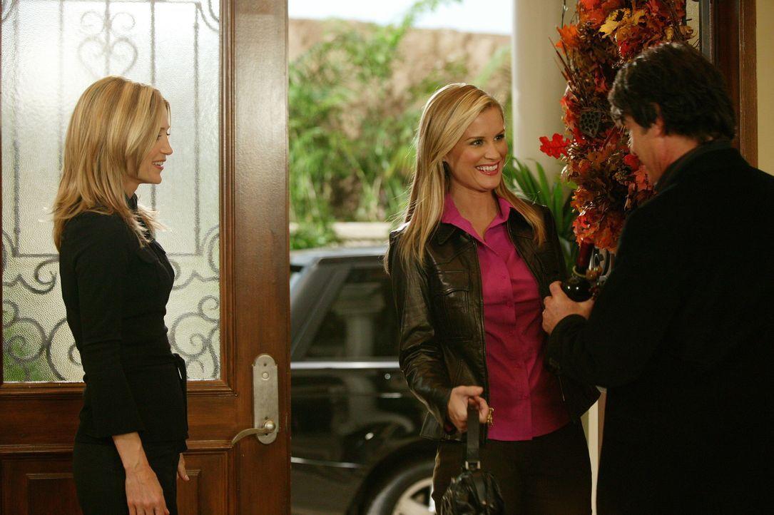 Kirsten (Kelly Rowan, l.) und Sandy (Peter Gallagher, r.) freuen sich über Rachels (Bonnie Somerville, M.) Besuch ... - Bildquelle: Warner Bros. Television