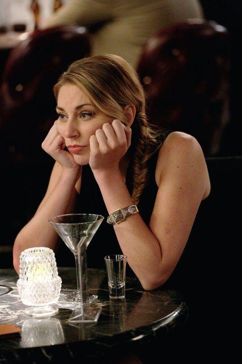 Zeigt eine ganz neue Seite von sich und ist geschockt, als sie am Morgen aufwacht und sieht wer neben ihr liegt: Kendall (Kate Jenkinson) ... - Bildquelle: Warner Brothers