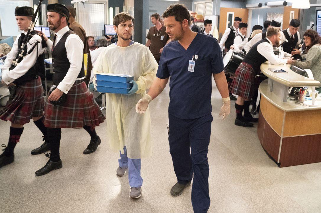 Dr. Casey Parker (Alex Blue Davis, l.); Dr. Alex Karev (Justin Chambers, r.) - Bildquelle: Mitch Haaseth ABC Studios / Mitch Haaseth