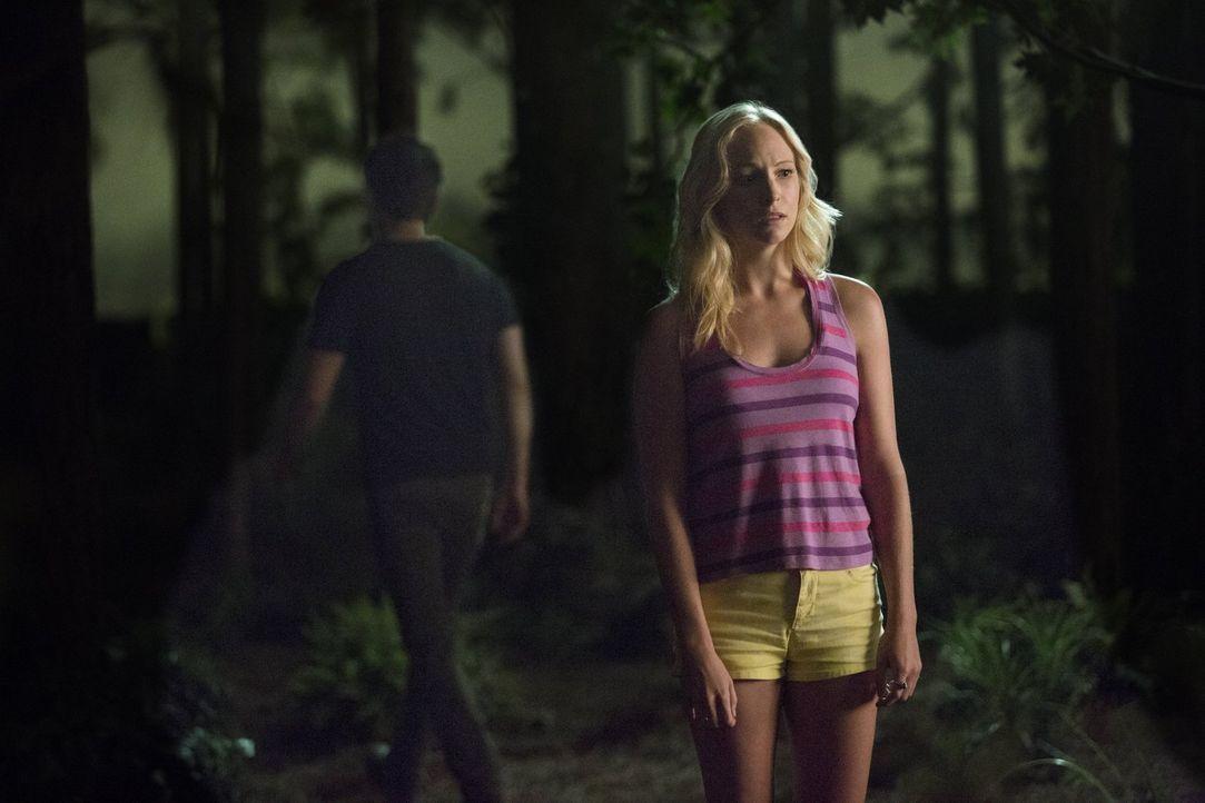 Die Entscheidung von Stefan (Paul Wesley, l.) zu gehen, trifft Caroline (Candice Accola, r.) mehr, als er ahnt ... - Bildquelle: Warner Bros. Entertainment, Inc