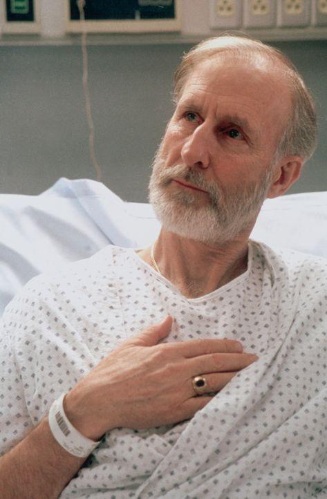 Mr. Patterson (Alan Dale) stellt Dr. Corday zur Rede, die seine Lähmung verschuldet hat. - Bildquelle: TM+  2000 WARNER BROS.