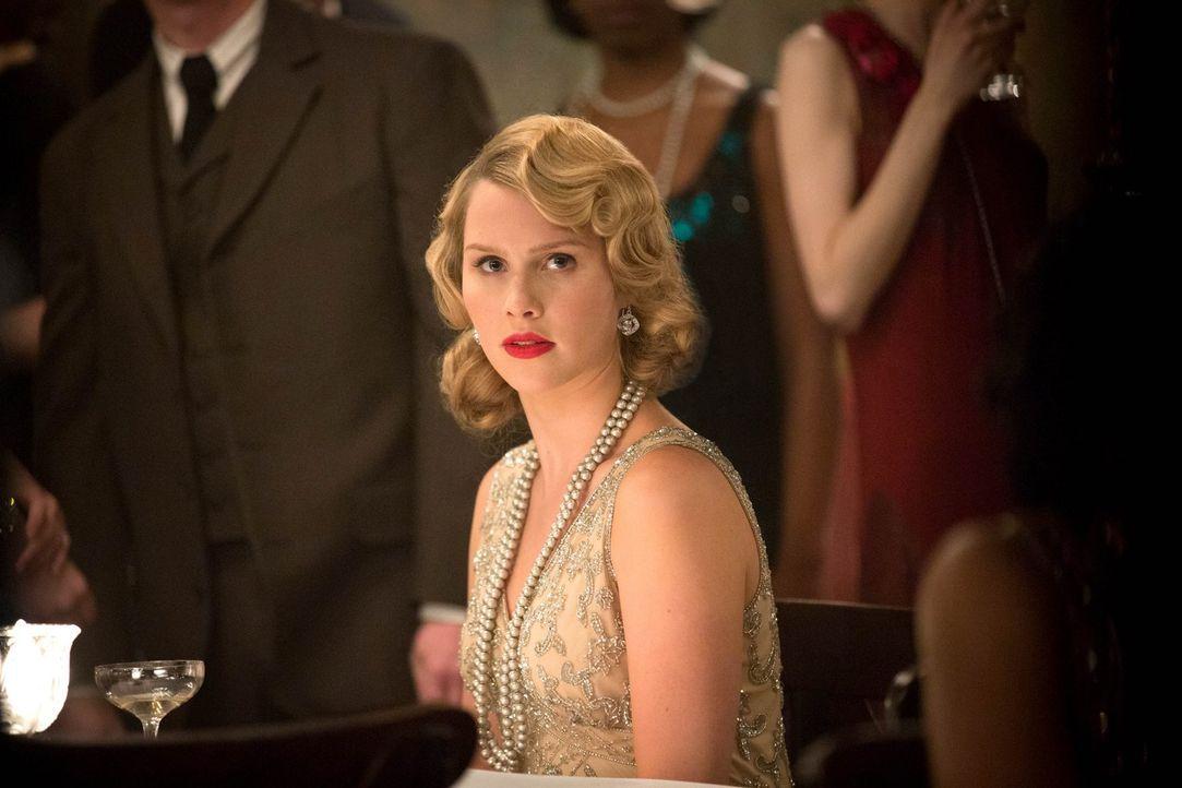 Hätte Rebekah (Claire Holt) früher gewusst, wie wichtig Genevieve in der Zukunft sein wird, wäre sie nie eine Freundschaft mit ihr eingegangen ... - Bildquelle: Warner Bros. Television