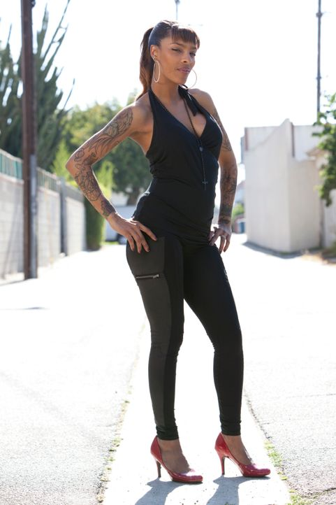 """In """"Tattoo Nightmares"""" kümmert sich Jasmine Rodriguez um verzweifelte Kunden, die ihre misslungenen Tattoos verschönern lassen wollen. - Bildquelle: 2012 Spike Cable Networks Inc. All Rights Reserved."""