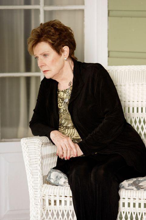 Als Lynette ihre Mutter bittet, wieder zu verschwinden, da sie nun ihr Krankheit überstanden hat, gesteht ihr Stella (Polly Bergen), dass sie kein G... - Bildquelle: ABC Studios