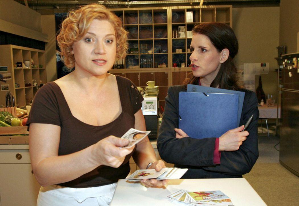 Agnes (Susanne Szell, l.) platzt der Kragen, als Inka (Stefanie Höner, r.) ihre langjährige Freundschaft in Frage stellt. - Bildquelle: Sat.1