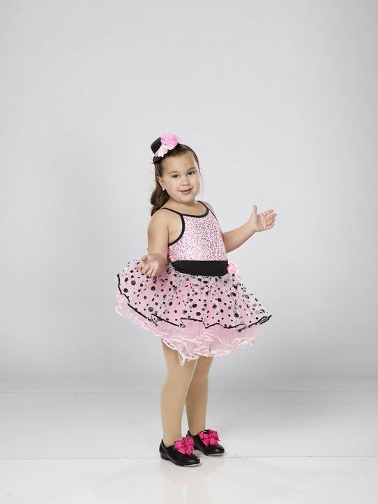 """Die kleine Johanna weiß ganz genau, wie man zu dem weltbekannten Song """"Respect"""" von Aretha Franklin tanzen muss ... - Bildquelle: Warner Bros."""