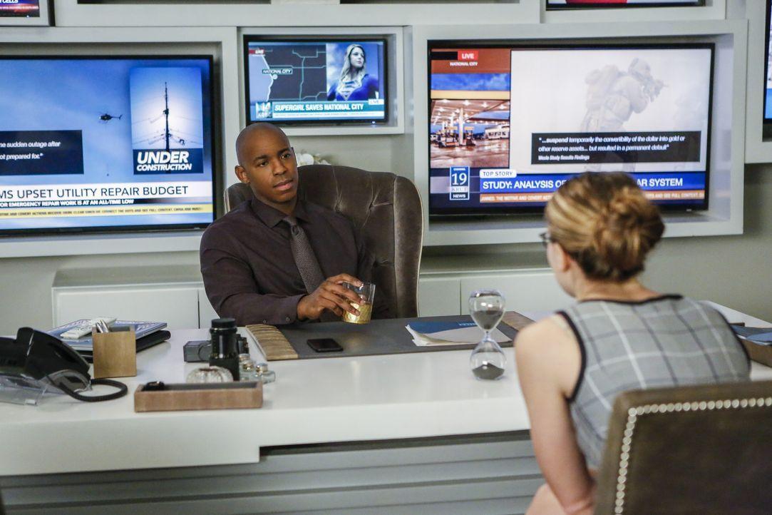 James (Mehcad Brooks, l.) beschließt, Kara (Melissa Benoist, r.) endlich die Wahrheit zu sagen. Wie wird sie reagieren? - Bildquelle: 2016 Warner Bros. Entertainment, Inc.