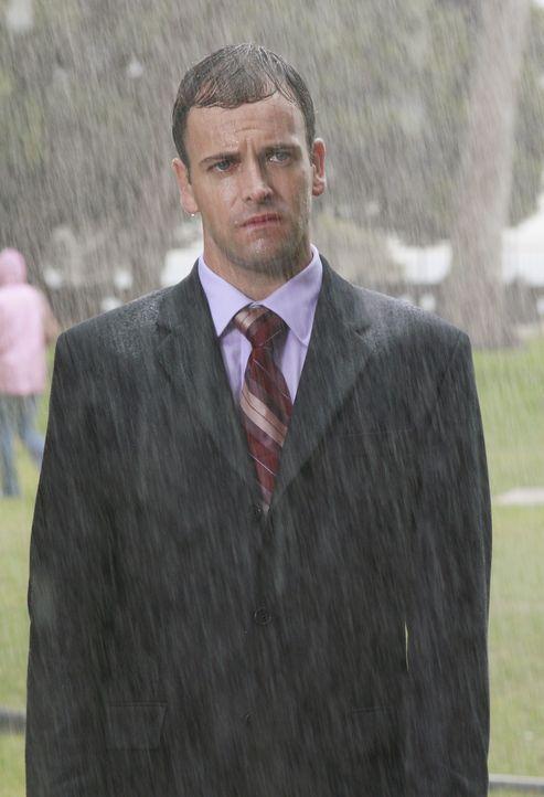 Wenn er sich weiter so merkwürdig verhält, verliert  Eli (Jonny Lee Miller) seine Arbeit als Rechtsanwalt ... - Bildquelle: Disney - ABC International Television