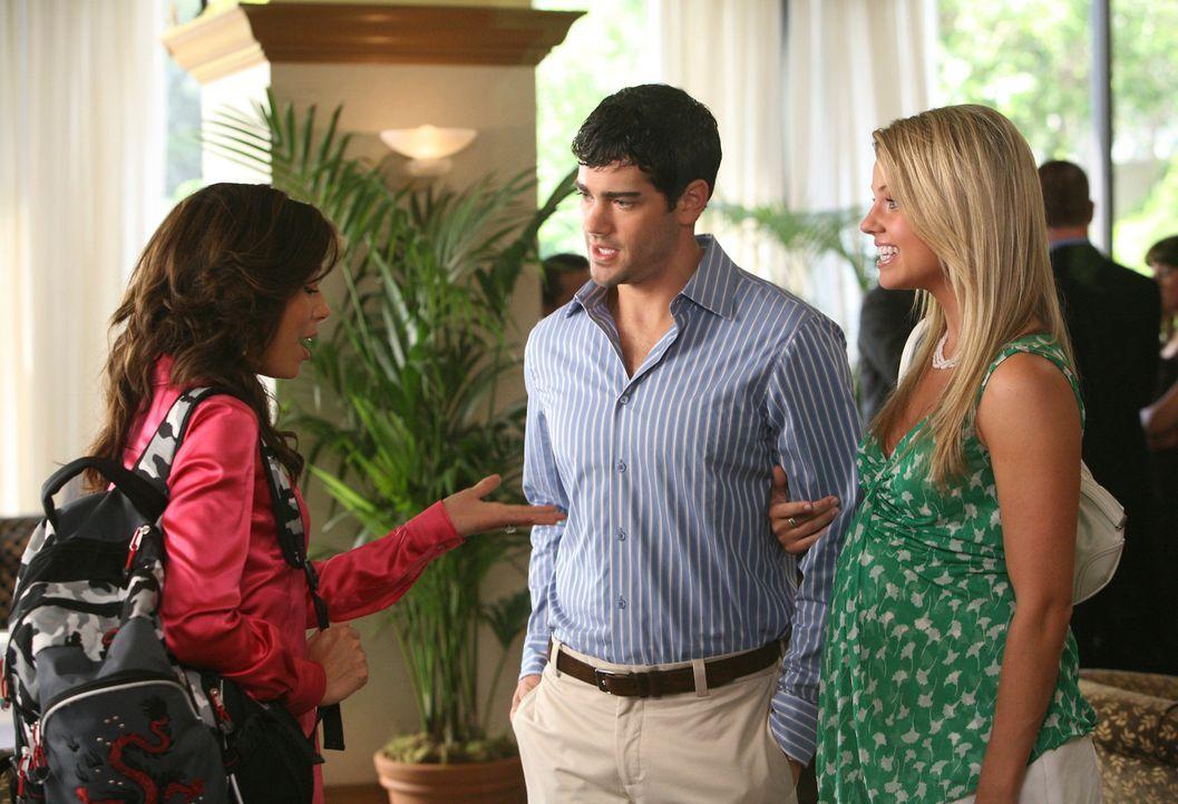 Im Hotel, indem sie mit Carlos ein romantisches Wochenende verbringen möchte, trifft Gabrielle (Eva Longoria, l.) überraschend auf John Rowland (Jes... - Bildquelle: ABC Studios