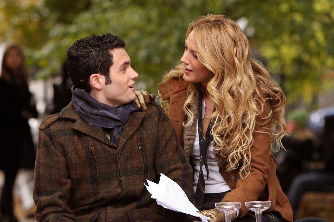 Dan (Penn Badgley, l.) ist schrecklich verschossen in Serena (Blake Lively, r.). Sie muss sich jedoch erst an die neue Situation gewöhnen ... - Bildquelle: Warner Brothers