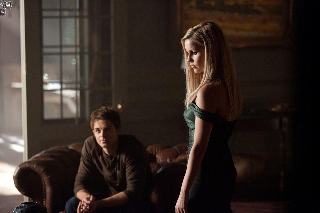 Rebekah (Claire Holt, r.) will sich vor Kol (Nathaniel Buzolic, l.) nicht rechtfertigen, wo und mit wem sie die Nacht verbracht hat ... - Bildquelle: Warner Brothers