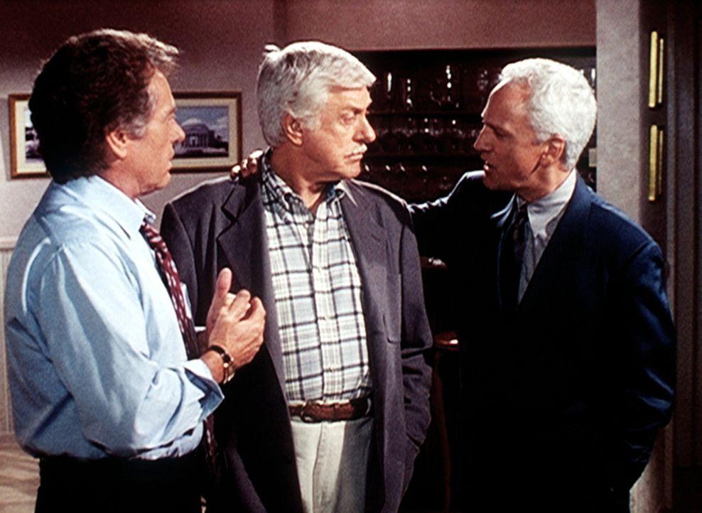 Mark (Dick Van Dyke, M.) wird durch die widersprüchlichen Aussagen von Senator Bell (Michael Cole, l.) und dessen Vertrauten Peter Trent (John Rubin... - Bildquelle: Viacom