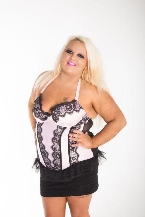 Versteckt sich hintern den künstlichen Wimpern und der dicken Make-up-Schicht eine natürliche Schönheit? Becky begibt sich in die Hände des Umstylin... - Bildquelle: Licensed by Fremantle Media Enterprises Ltd.