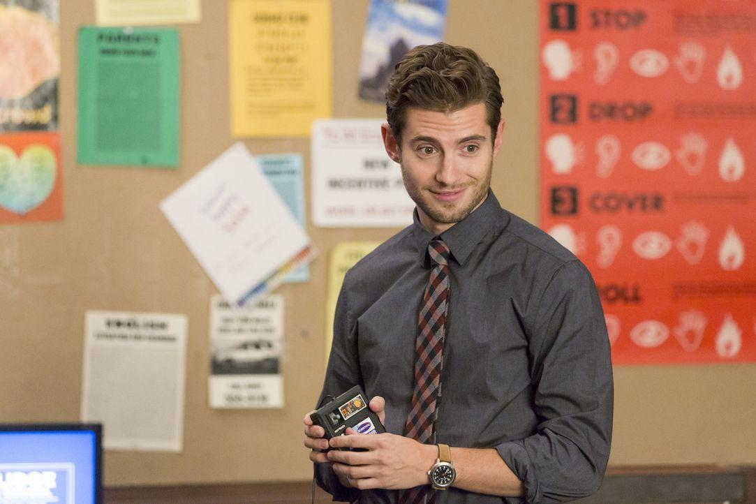 Bekommt Ryan (Julian Morris) in der Schule eine Sonderbehandlung, seitdem er sich mit Jess trifft? - Bildquelle: 2015 Twentieth Century Fox Film Corporation. All rights reserved.