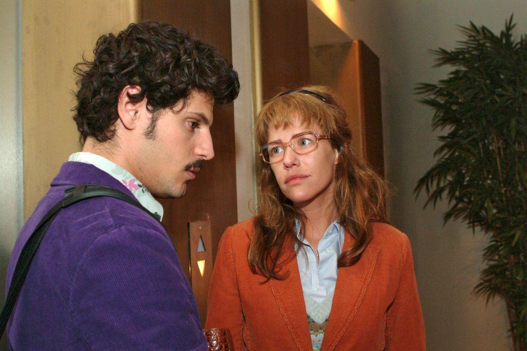 Als Rokko (Manuel Cortez, l.) bemerkt, dass sein Spott Lisas Gefühle verletzt, entschuldigt er sich bei ihr. (Dieses Foto von Alexandra Neldel darf... - Bildquelle: Monika Schürle SAT.1 / Monika Schürle