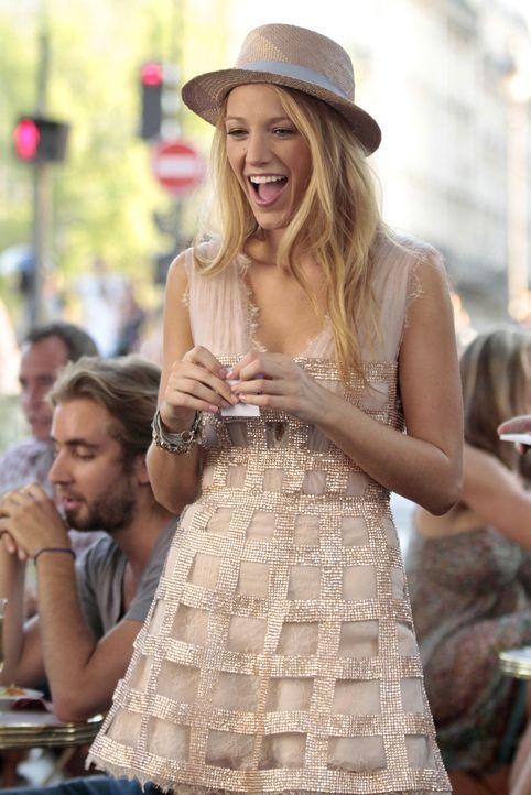 Blair und Serena (Blake Lively) sind gemeinsam in Paris. Blair gibt sich trotz ihres Liebeskummers große Mühe, sich zu amüsieren, während Serena wie... - Bildquelle: Warner Brothers