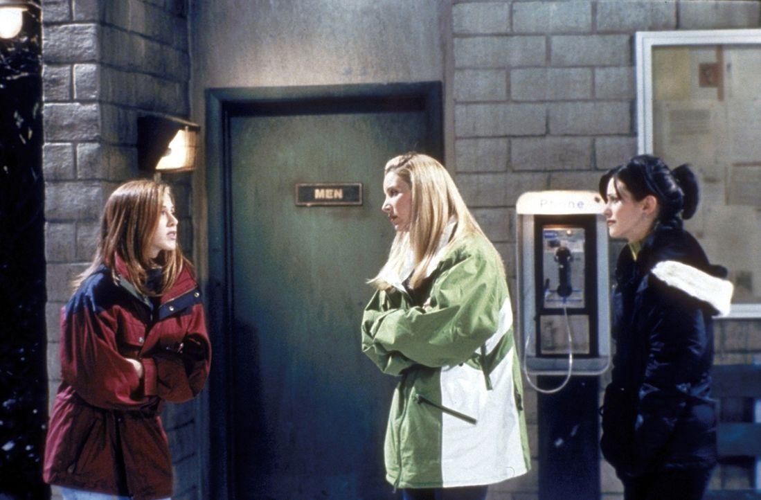 Rachel (Jennifer Aniston, l.) hat großen Kummer. Ihre Freundinnen Monica (Courteney Cox, r.) und Phoebe (Lisa Kudrow, M.) bemitleiden Rachel zutief... - Bildquelle: TM+  2000 WARNER BROS.