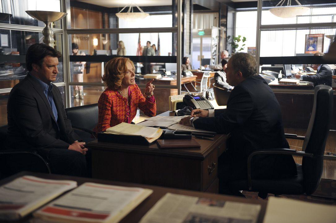 Richard Castle (Nathan Fillion, l.) begleitet seine Mutter (Susan Sullivan, M.) zu einem Termin bei der Bank, wo sie Mr. Davenport (Jack Laufer, r.)... - Bildquelle: 2011 American Broadcasting Companies, Inc. All rights reserved.