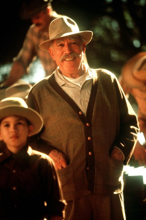 Führt ein gestrenges Regime: Familienoberhaupt Don Pedro Aragón (Anthony Quinn) ... - Bildquelle: 20th Century Fox