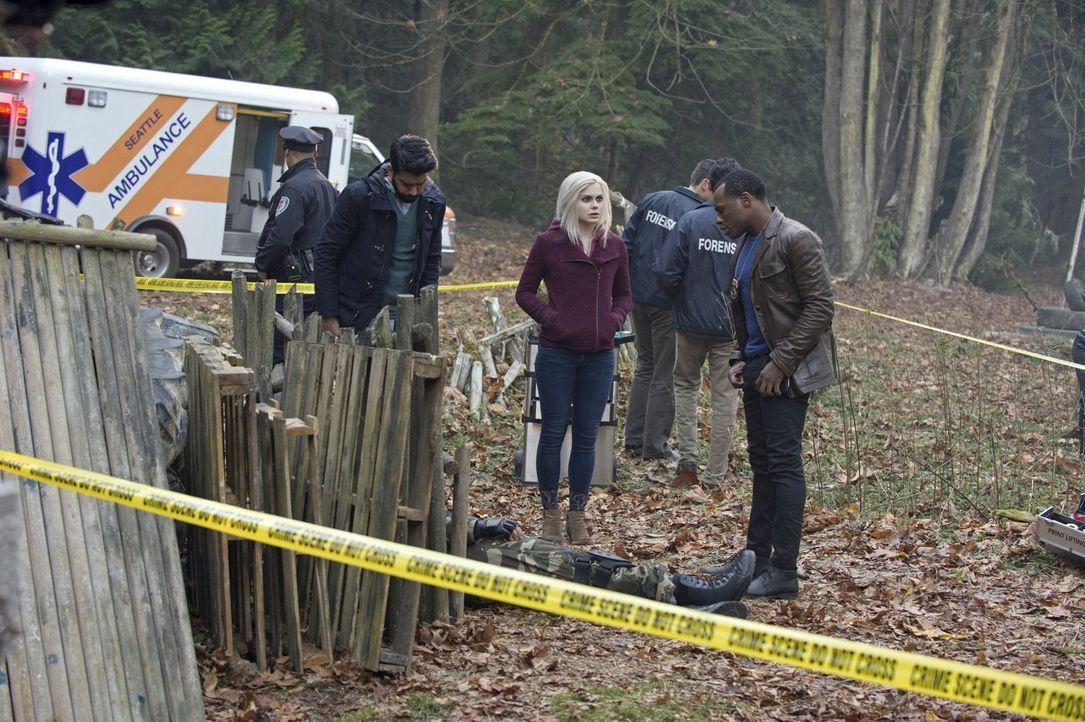 Der Tod eines ehemaligen Scharfschützen stellt Ravi (Rahul Kohli, l.), Liv (Rose McIver, M.) und Clive (Malcolm Goodwin, r.) vor ein Rätsel ... - Bildquelle: Warner Brothers