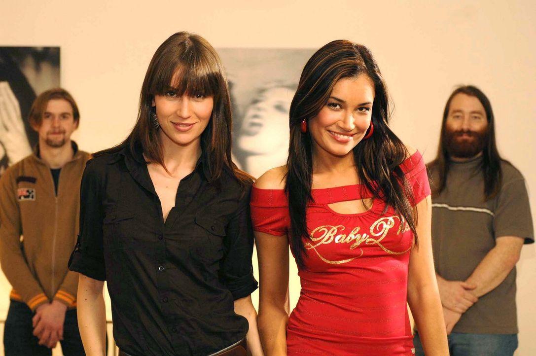 Thomas (r.) und Tobias (l.) aus München bekommen von Jana Ina (2.v.r.) und Jelena (2.v.l.) nicht nur Flirt- und Stylingtipps, sie tanken vor allem... - Bildquelle: ProSieben