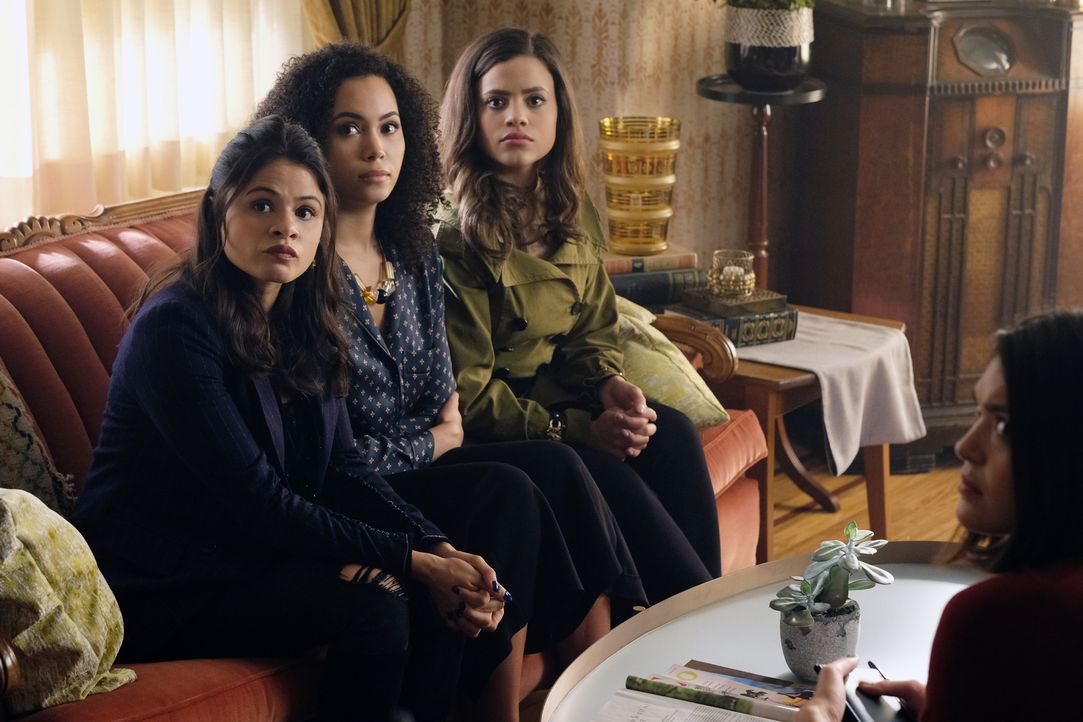 (v.l.n.r.) Mel Vera (Melonie Diaz); Macy Vaughn (Madeleine Mantock); Maggie Vera (Sarah Jeffery) - Bildquelle: Robert Falconer 2018 The CW Network, LLC. All Rights Reserved.