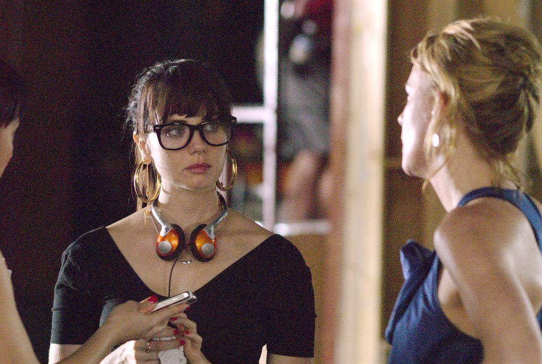 Jenny (Mia Kirshner, l.) bringt Tina (Laurel Holloman, r.) mit ihren Eifersuchtsattacken in große Schwierigkeiten... - Bildquelle: Metro-Goldwyn-Mayer Studios Inc. All Rights Reserved.