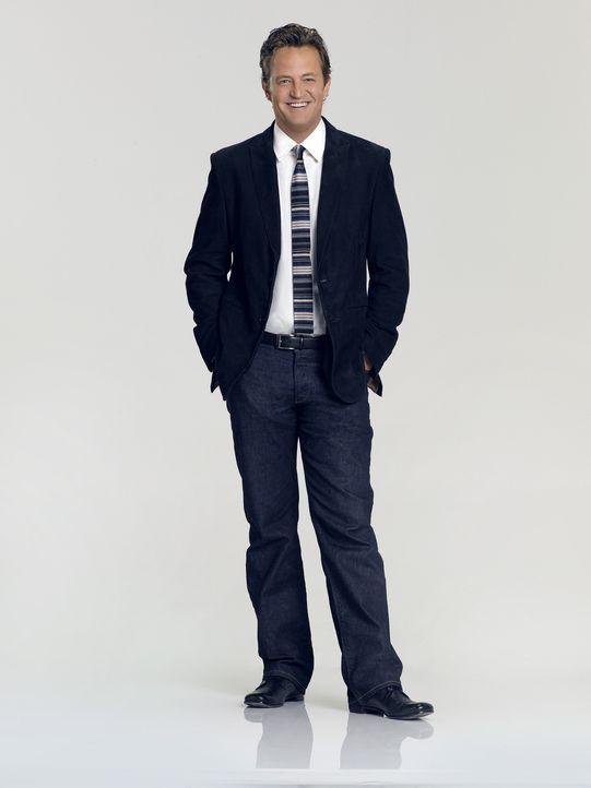 """(1. Staffel) - Ben Donovan (Matthew Perry) ist Manager der alten Sportarena """"The Sunshine Center"""" und sein sorgloses Junggesellenleben möchte er nu... - Bildquelle: Sony Pictures Television Inc. All Rights Reserved."""
