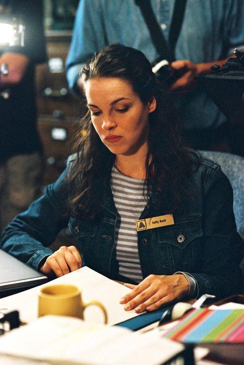 Kann sich nicht um ihren Bruder kümmern: Sally (Tammy Blanchard) ... - Bildquelle: TM &   2012 CBS Studios Inc. All Rights Reserved.