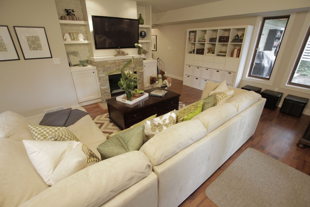 Funktional und stylisch: Jonathan hat die rustikalen Elemente entkräftet somit das Wohnzimmer in einen modernen Landhausstil verwandelt. - Bildquelle: 2017,HGTV/Scripps Networks, LLC. All Rights Reserved