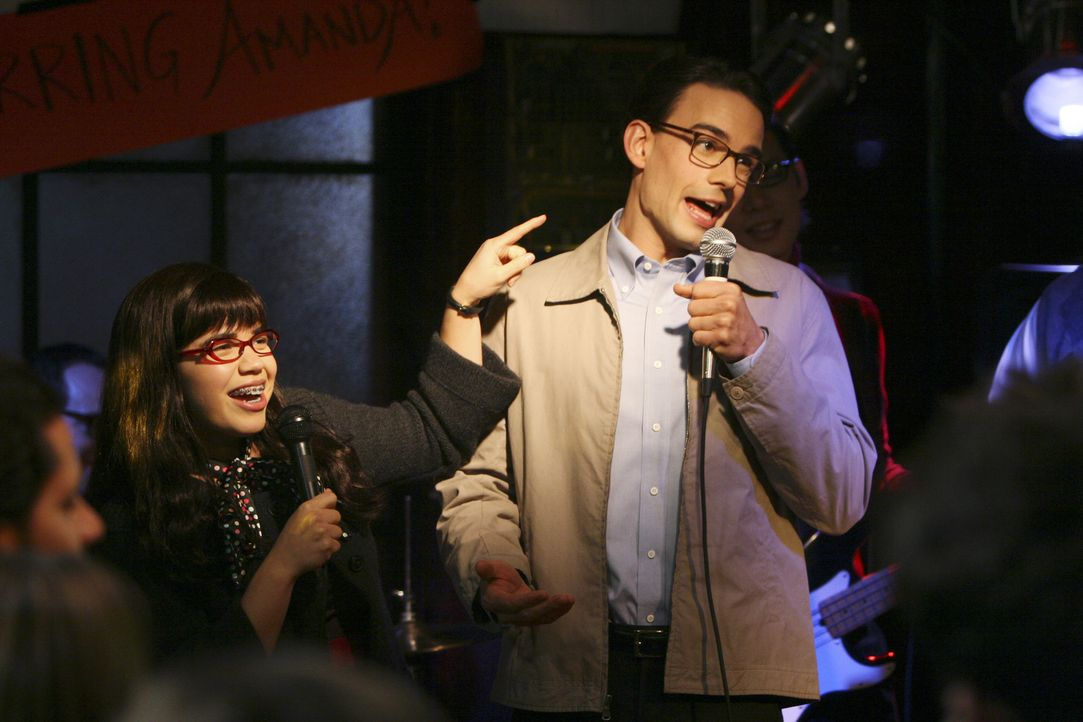 Haben viel Spaß miteinander: Betty (America Ferrera, l.) und Henry (Christopher Gorham, r.) ... - Bildquelle: Buena Vista International Television