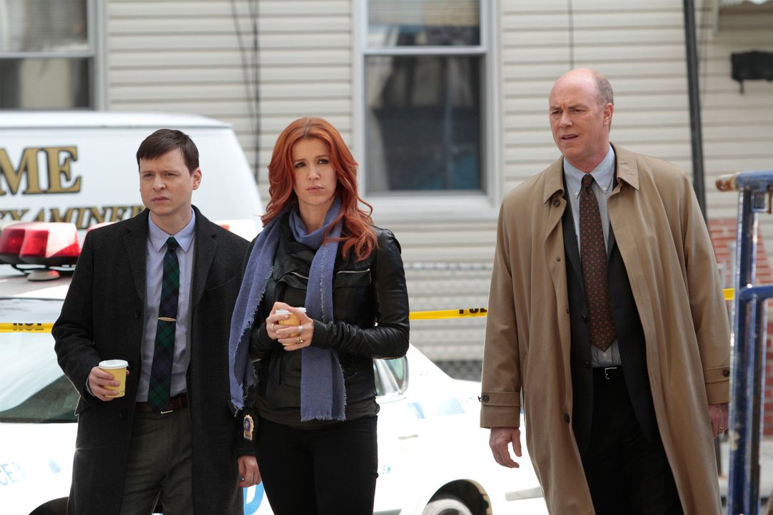 Als auf einer Baustelle ein junger Stahlbaumonteur ermordet aufgefunden wird, beginnen Carrie (Poppy Montgomery, M.), Roe (Kevin Rankin, l.) und Mik... - Bildquelle: 2011 CBS Broadcasting Inc. All Rights Reserved.