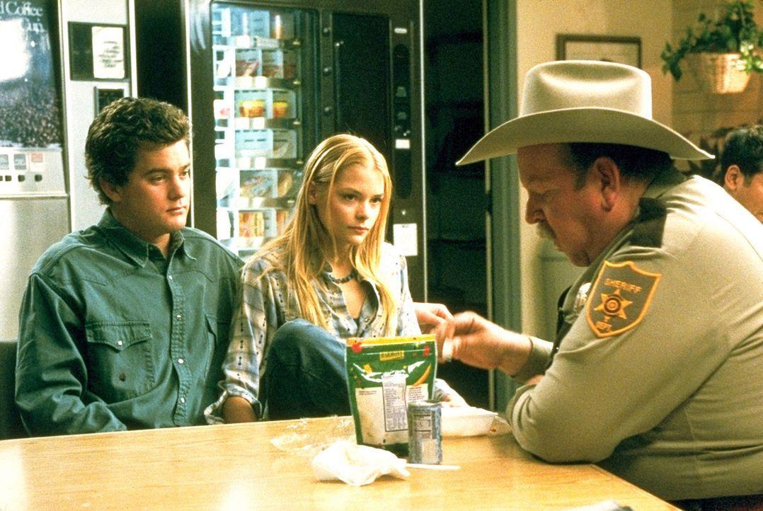 Sheriff Andy (Rodger Boyce, r.) hat keine guten Neuigkeiten für Earl (Joshua Jackson, l.) und Baby (James King, M.): Der Killer, der seinen Dad dam... - Bildquelle: TriStar Pictures