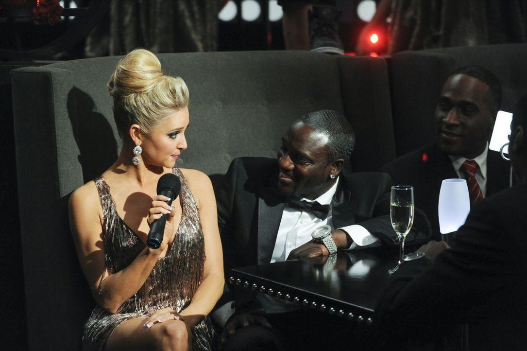 Sogar Akon (Akon, M.) ist von der freizügigen Kyle (Katherine Bailess, l.) begeistert ... - Bildquelle: 2013 Starz Entertainment LLC, All rights reserved