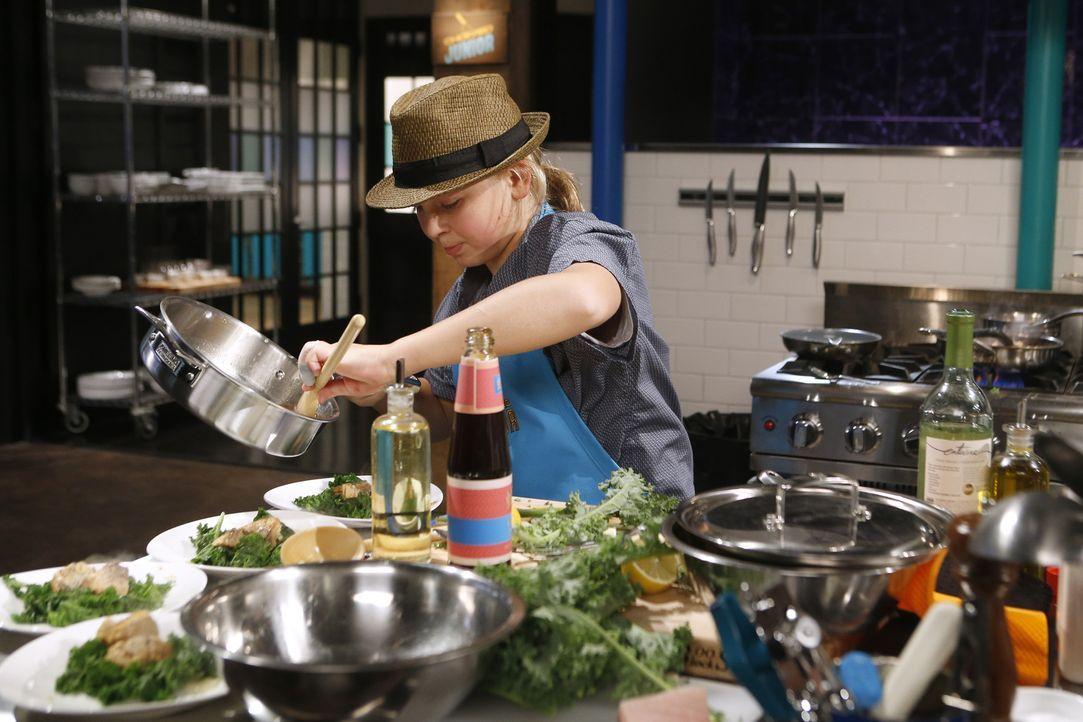 Der außergewöhnliche Elliott möchte seine Individualität auch in seinem Essen widerspiegeln. Wie werden seine Kochkünste bei der Jury ankommen? - Bildquelle: Jason DeCrow 2015, Television Food Network, G.P. All Rights Reserved