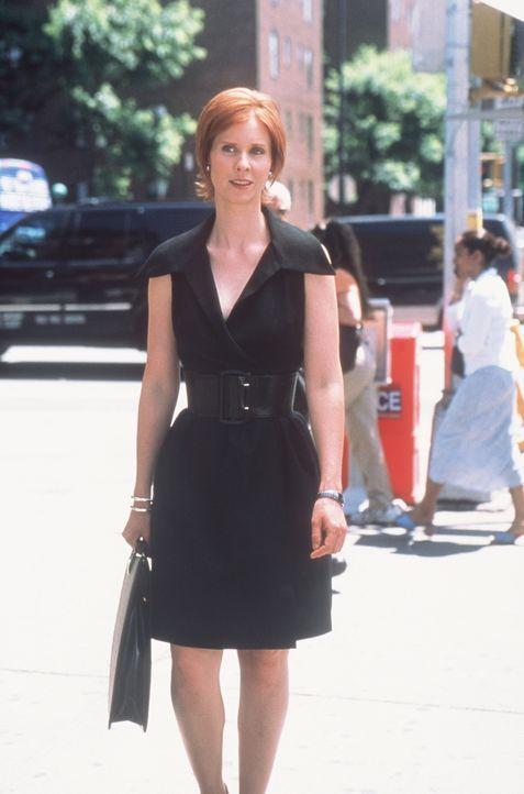 Miranda (Cynthia Nixon) kann es nicht fassen, dass sie mitten auf der Straße von einem verkleideten Werbemännchen primitiv angemacht wird. - Bildquelle: Paramount Pictures